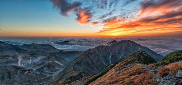 mountainous-landscape-2402590_1280.jpg